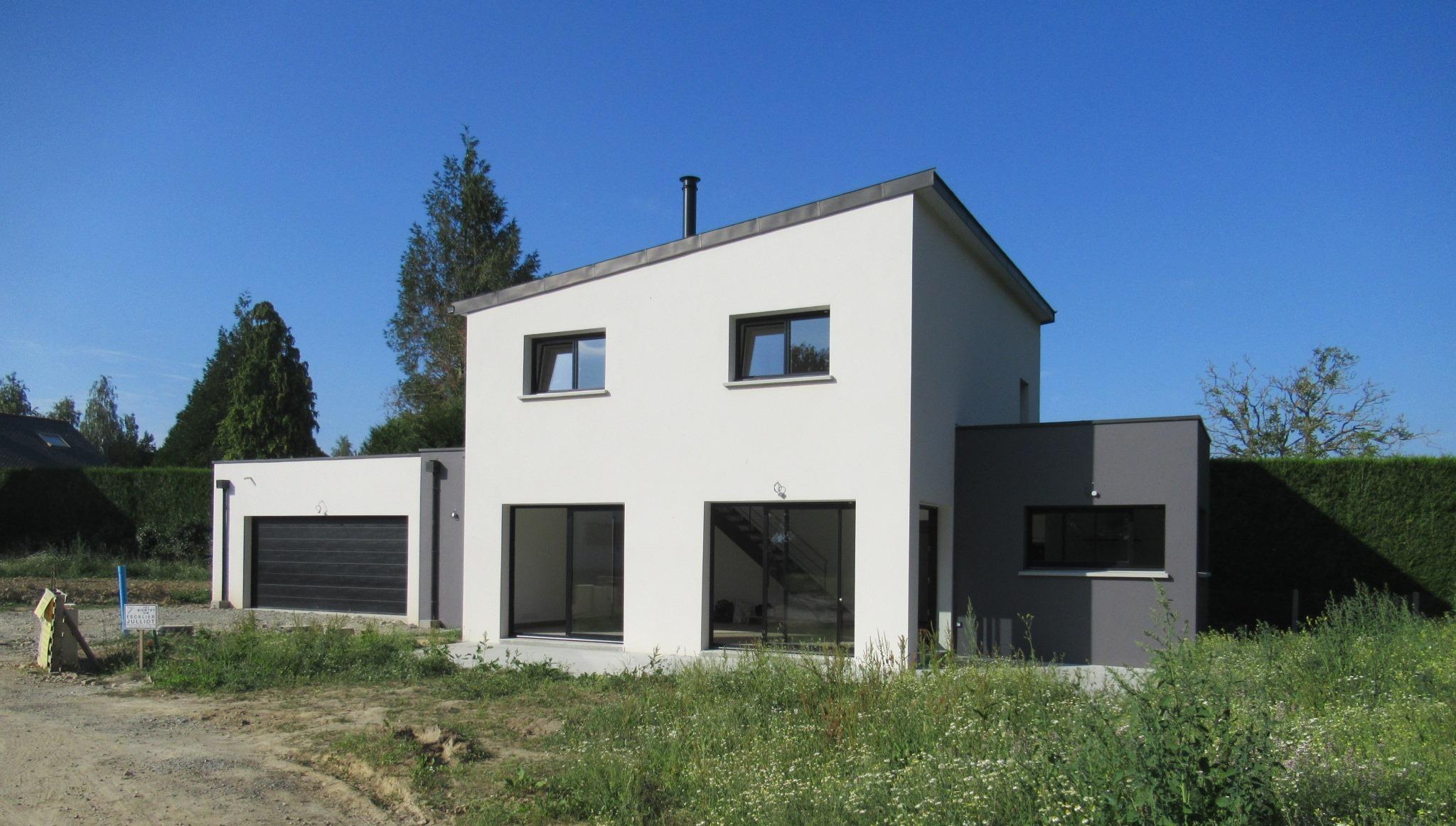 Maison contemporaine avec patio intérieur | GEB Châteaubourg